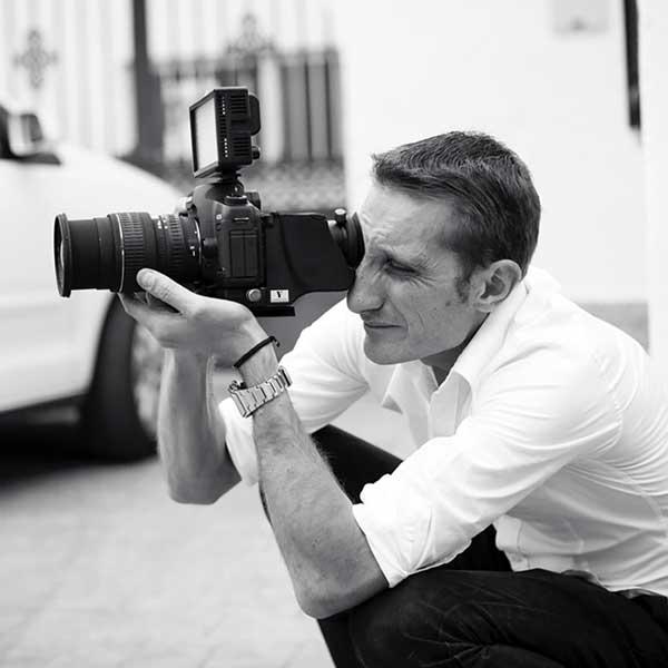 Roberto Alcántara, con 20 años de experiencia en video de boda en Granada.